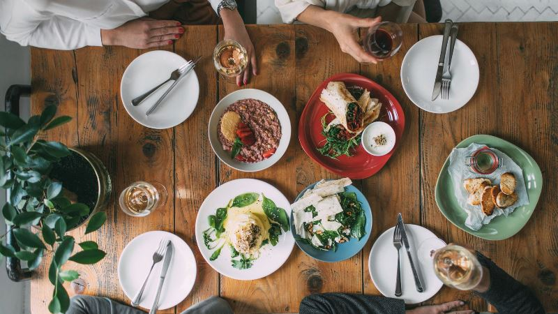 Guideline to Table Etiquette for Lunch with Style and Grace